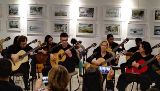 Cada passeio musical bacana! Fotos e vídeos da Camerata na Pinacoteca de Santos