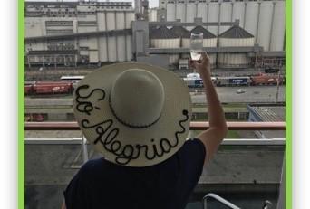 A mensagem dos chapéus da criativa Zuzu